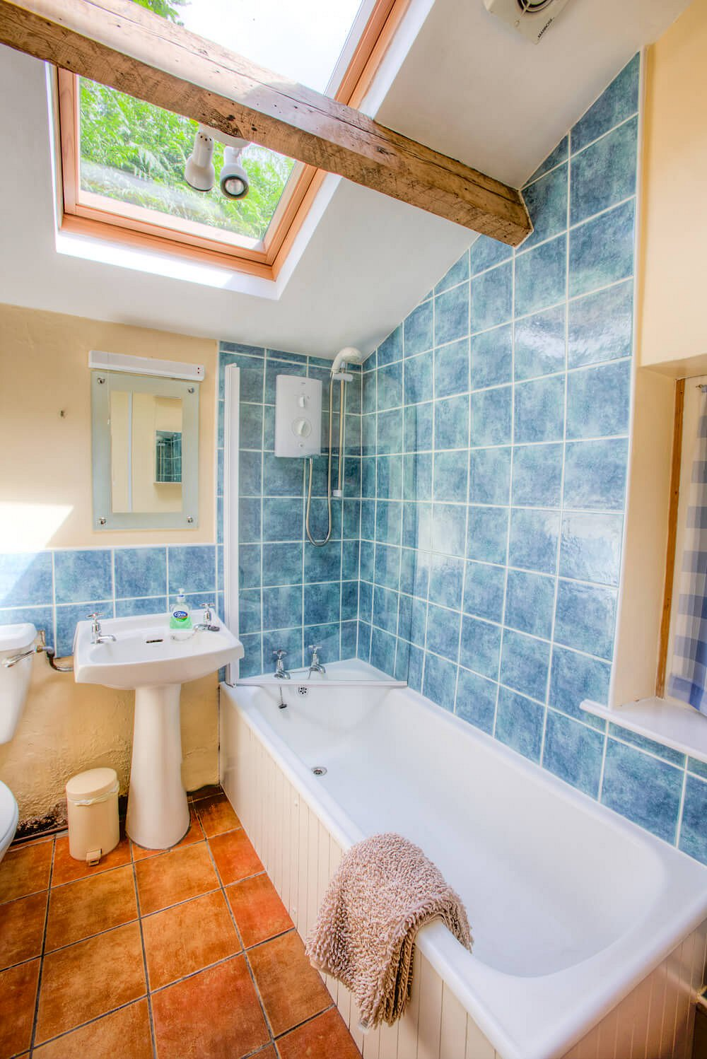 2 Lingmoor View, Bathroom
